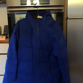 Brugt meget lidt.  Model: Jackson Glacier Jacket  Sælges da jeg skal have en nu vinterjakke i år.