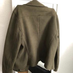 Look a like ruskindsjakke fra Neo Noir. Brugt men i rigtig fin stand. Style: Perth Suede Jacket. Sælges for 150 kr.