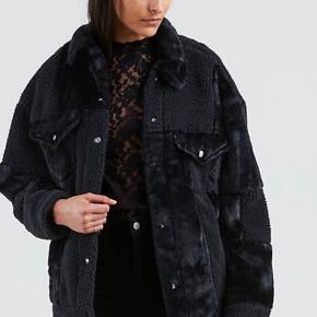 Varm vinter jakke, kun brugt få gange. Har ingen tegn på slid, sælges da jeg ikke får den brugt.