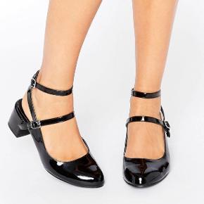 New Look Wide Fit Patent Ankle Strap Shoe købt på ASOS.  Brugt én enkelt gang (med strømper ☺️)