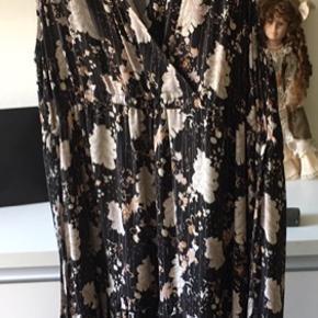Minus kjolen str 42 , 350kr Levete Room xl , 350kr Begge for 600kr