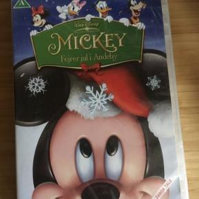 Mickey fejre jul i andeby Disney dvd -fast pris -køb 4 annoncer og den billigste er gratis - kan afhentes på Mimersgade 111 - sender gerne hvis du betaler Porto - mødes ikke andre steder - bytter ikke