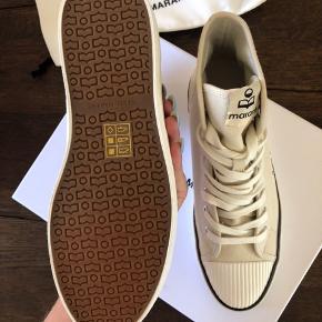 Fede sneakers som er helt ubrugte. De er købt ved Matchesfashion i jan mdr. 2019. Har kvittering. Ny pris er 1200,- køber betaler fragt. Venligst se mine andre annoncer