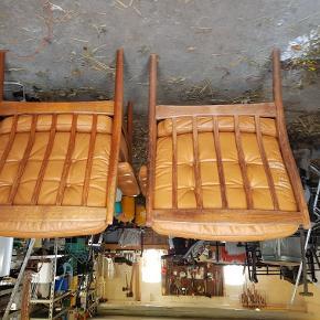 Stolene er i god stand, men trænger til nyt betræk, derfor den gode pris. Svensk design.
