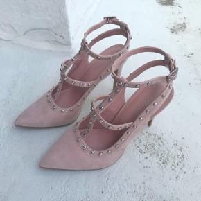 Stilletter fra Deichmann's catwalk kollektion. 11 cm hæl. Brugt en gang til bryllup.
