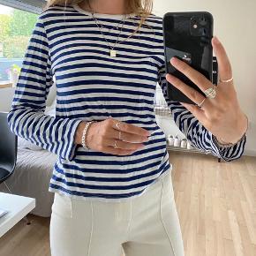 Blå og hvid stribet trøje fra Monki. Str. Xs