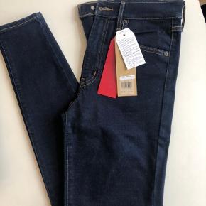 """Sprit nye Levi's jeans str W28/L32. Mærkerne sidder stadig på ;)  Modellen """"mile high rise super skinny"""""""