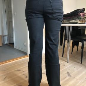 Sorte jeans fra Hugo Boss, str. 30/32. Køber betaler fragt.