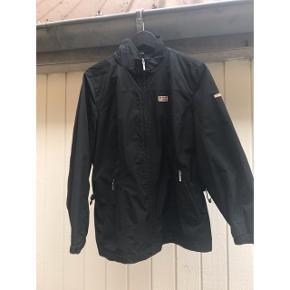 Let jakke fra Napapijri - vindtæt