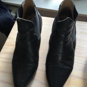 Super fine Acne boots, de er i fin stand dog med et par ridser på snuden