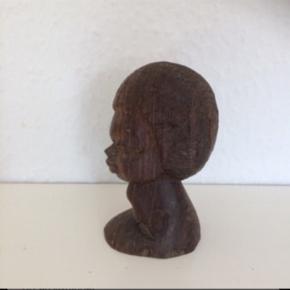 Skulptur ansigt i træ . Figur  Ca 8 cm høj   Sender med DAO.