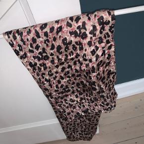 Silkebukser fra Zara, str L (passer også M). Brugt 2-3 gange