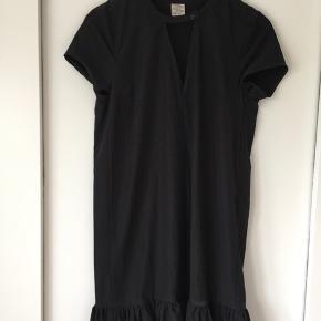 Kjole sælges - grundet jeg ikke kan passe den længere...