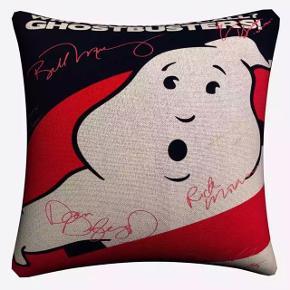 """Fedt pudebetræk med coveret fra filmen """"Ghostbusters""""🎬 Størrelse: 45 cm x 45 cm Fragt: 36,-💜"""