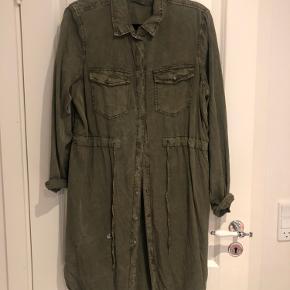 Army grøn cowboy kjole str L, brugt få gange