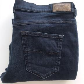 Lækre Diesel Jeans.  Str 30/32 Regular Slim Straight Low Waist Nypris 1.000,00.