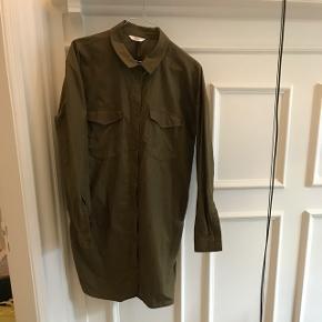 Envii Enpalermo skjorte, i military Olive. Brugt mindre end 10 gange.