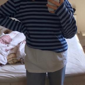 Trøjen er en str xl men er normalt selv en str s BYD:)