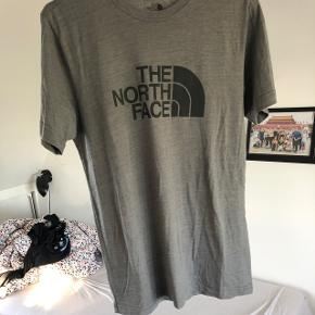 The north face, t-shirt, størrelse medium Aldrig brugt Nypris cirka 350 Sælges for 150