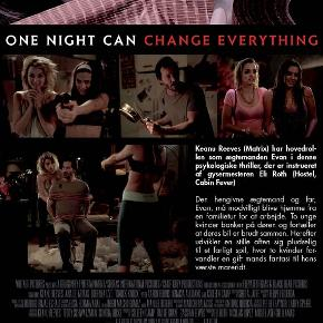 0334 - Knock Knock (Keanu Reeves) (DVD)  Dansk Tekst - I FOLIE   Knock Knock Stakkels Keanu Reeves. Først finder han ud at, at den verden, han kender, ikke eksisterer i virkeligheden. Så slår de hans hund ihjel, og nu får han selskab af to unge, smukke kvinder en sen aften! Keanu spiller en familiefar, der er alene hjemme en weekend, og pludselig banker det på døren. Det er to unge kvinder, der er faret vild og har brug for hans hjælp. Men eftersom det er Eli Roth, manden bag Cabin Fever og Hostel, der har instrueret, så kan den kære Keanu godt forberede sig på en modbydelig aften.