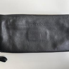Decadent clutch