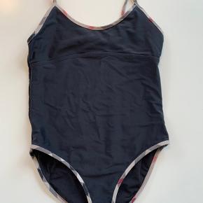 Burberry badetøj