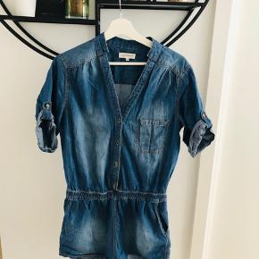 Short denim jumpsuit with elastic waist