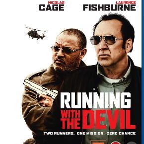 0457  Running With The Devil - Blu-Ray Dansk Tekst - I FOLIE   En sending kokain skal fra Mexico til Canada, men undervejs forsvinder den sporløst. Det er nu op til kartelbossens assistenter, The Cook (Nicolas Cage) og The Man (Laurence Fishburne), at undersøge, hvad der er gået galt - i en spændende jagt på sandheden i underverdenen. Er der flere involverede, end man skulle tro?