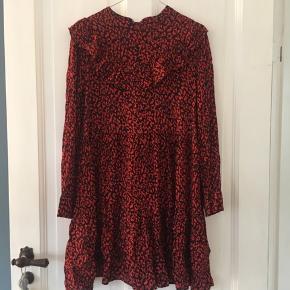 Fin kjole fra Zara 2018  Str M  Kan afhentes på Frederiksberg eller sendes med dao :-)