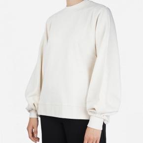 Isoli sweatshirt i lys beige 😍 Brugt en enkelt gang. Sælges, da jeg får brugt min grønne i samme model, mere ☺️