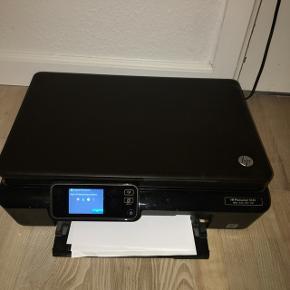Denne HP Photosmart 5520 sælges inkl helt nye patroner Ny pris var 1500kr  Kan hentes i Dragør eller mødes i Kbh
