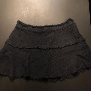 IRo nederdel i str 40  Brugt få gange, har et naturligt råt, brugt look.   #30dayssellout