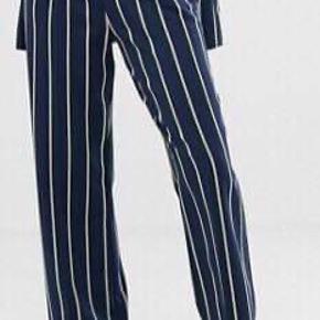 Super fine ASOS bukser 🕺🏻 skriv for flere billeder :)