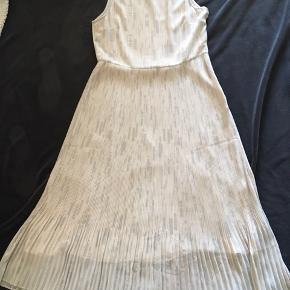Kjole fra Samsøe ø Samsøe  Aldrig brugt Str: S  Passer en M  Lang kjole  100% polyester  ❌ bytte ikke Sender via Dao 37kr