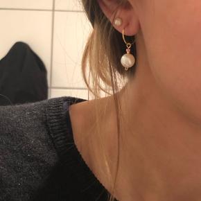 Fine øreringe - creoler med smukke ferskvandsperler💮 prisen er inkl Porto :)