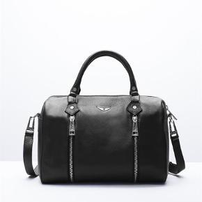 Sælger denne taske ved rette bud - Fremragende stand da den kun er brugt kort til skolebrug - kan indeholder en macbook 13 tommer