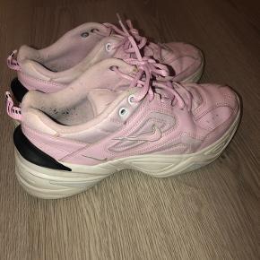 Sælger mine elskede Nike sko  De en str 39 og man går super godt i dem   Byd
