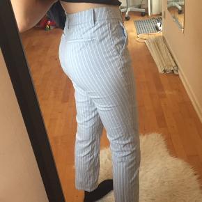 Rigtig fine ubrugte bukser fra h&m.  Aldrig vasket Nypris 180kr