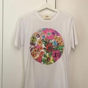 T-Shirt fra Ports i rigtig fin stand. Har været brugt maks 5 gange.  Nypris: 1000 kr.