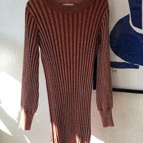 Den populære Birkin dress fra Second Female. Passer XS-M. Der er stretch i.