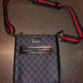 Jeg sælger min Gucci taske med certifikat og kvitering