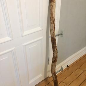 Bøjlestang sælges - ægte træ. 134 cm lang.