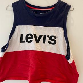 Levi's top