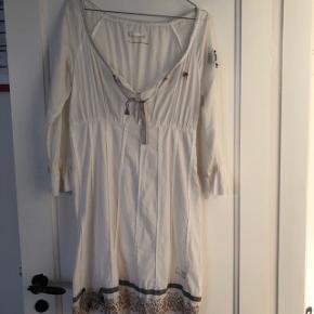 Meget smuk kjole der fortjener at blive brugt 😊