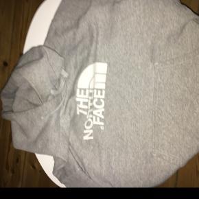 The north face hoodie. Mp 100 Bin 150 Str medium  Fitter 166-173