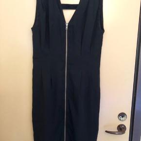 Sort kjole fra MbyM med lommer i 👗 Er i rigtig god stand ✨ Størrelse: S 📏 Original pris: 499 kr. 💰 Nu: 95 kr. 👌🏻 . #karolinesklædeskab