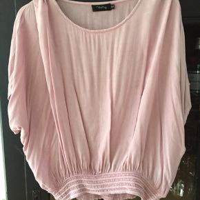 Fin oversize bluse fra Vanting Farven er lidt mørkere end på billederne. Str s/m