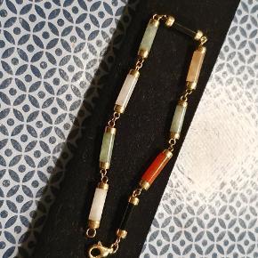 Smukt 14 karat guld, med led af Onyx, Jade, Citrin, Karneol og Selenit. 20 cm inkl lås. Vurderet hos guldsmed til en værdi af 3700 kr. Virkelig fint! 😍