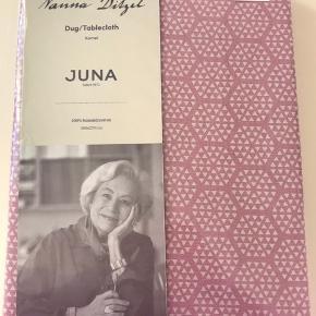 Fin dug fra Juna, designet af Nanna Ditzel. Aldrig pakke ud - nypris 700. Dugen måler 150x270 cm