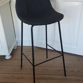 1 stk barstol med få brugstegn fra Jysk, brugt i under et år. Røgfrit hjem. Sædehøjde 74 cm. Nypris 449 kr. Afhentes i Viborg C.